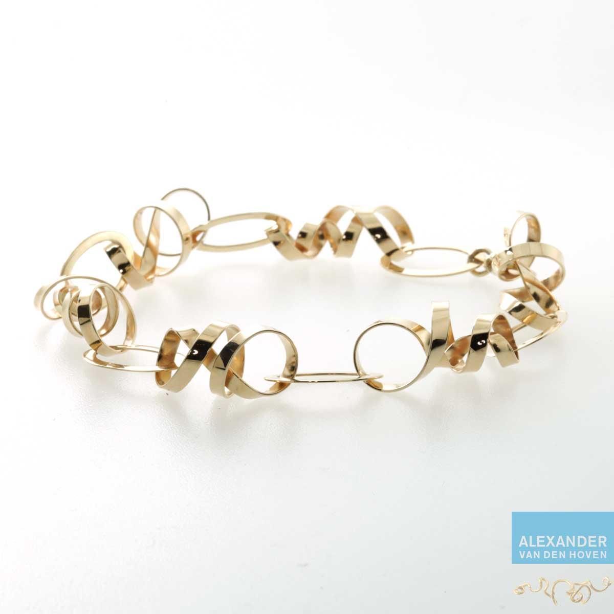 Geelgouden armband met krullen als schakels