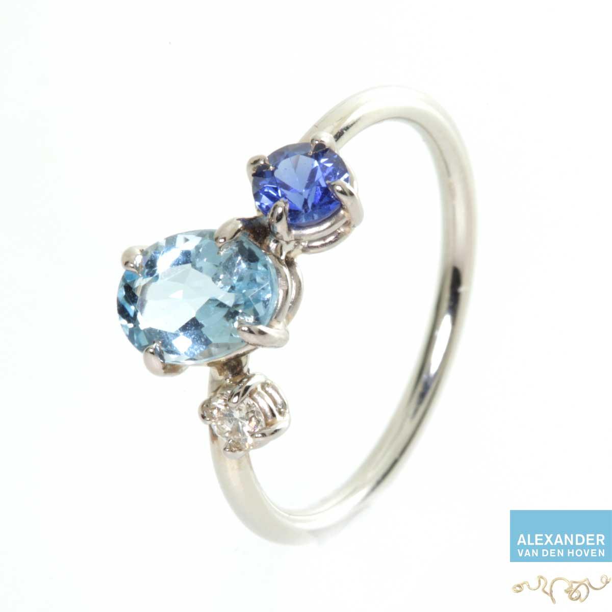 Witgouden ring met Aquamarijn, saffier en Diamant