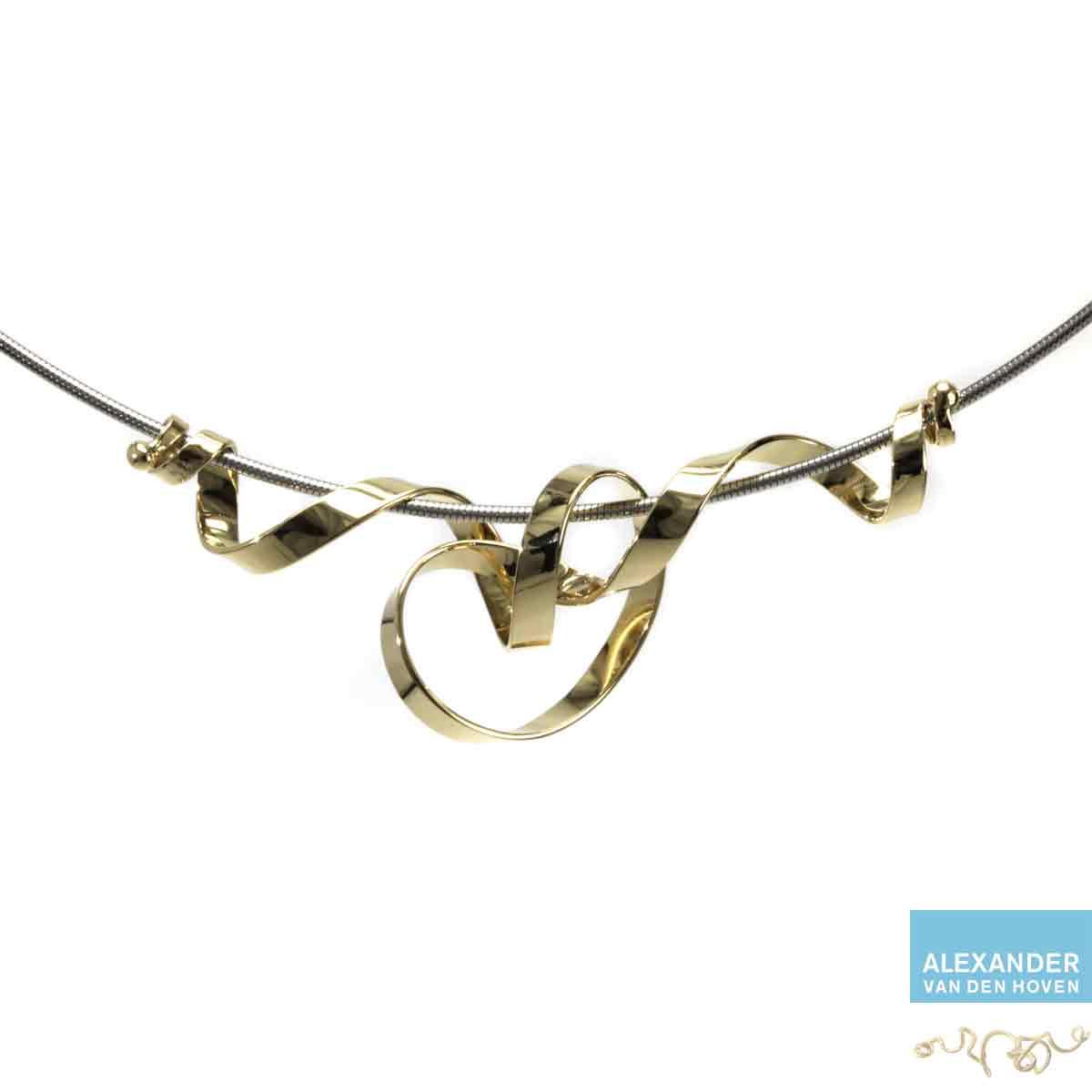 Geelgouden-collier-krullen
