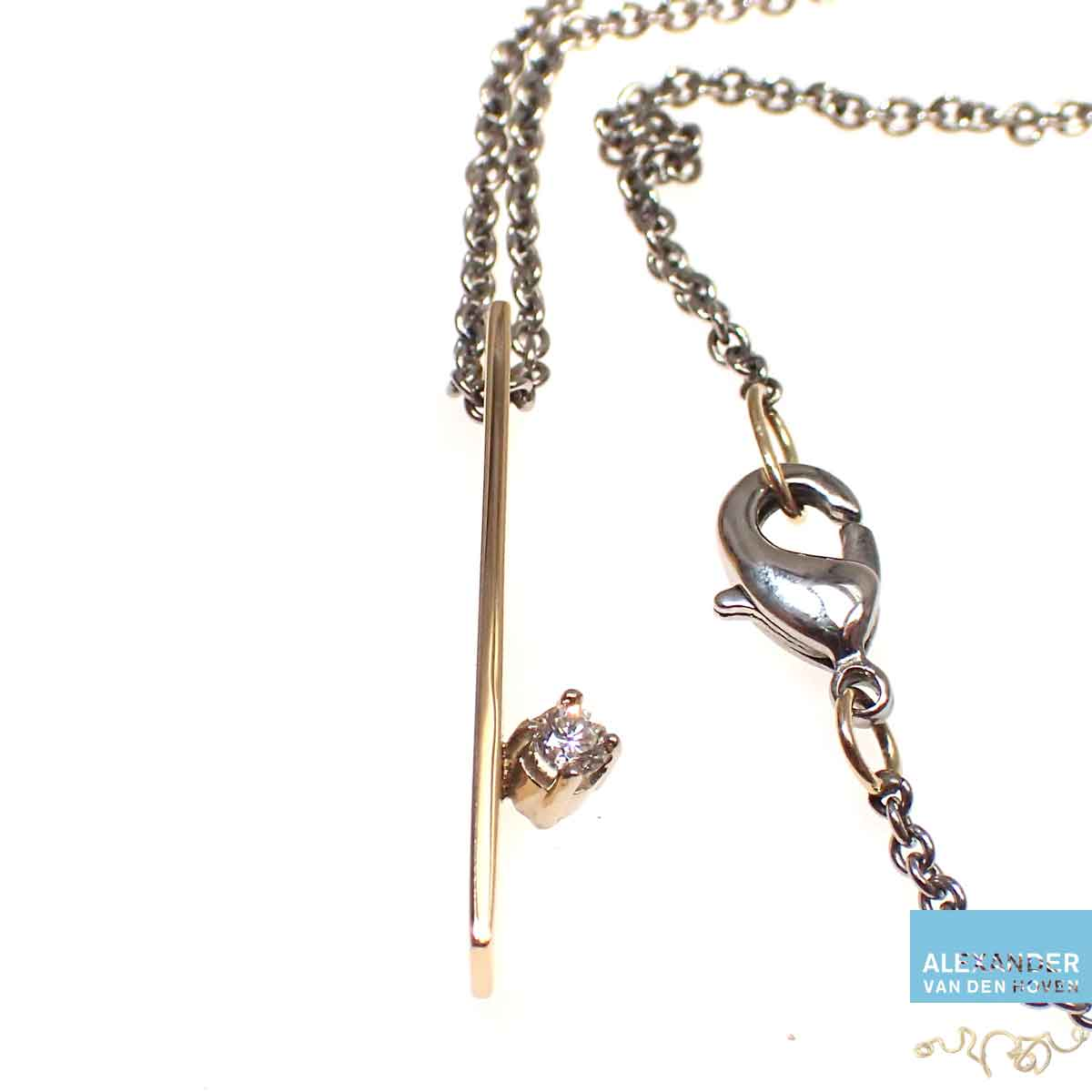 Gouden-collier-Diamant-briljant-edelstaal
