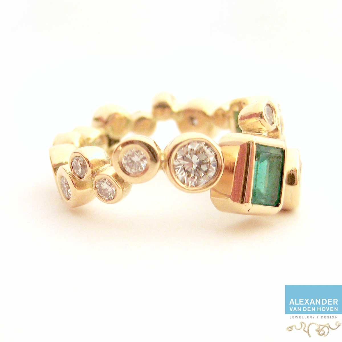 gouden-ring-met-diamant-en-smaragd