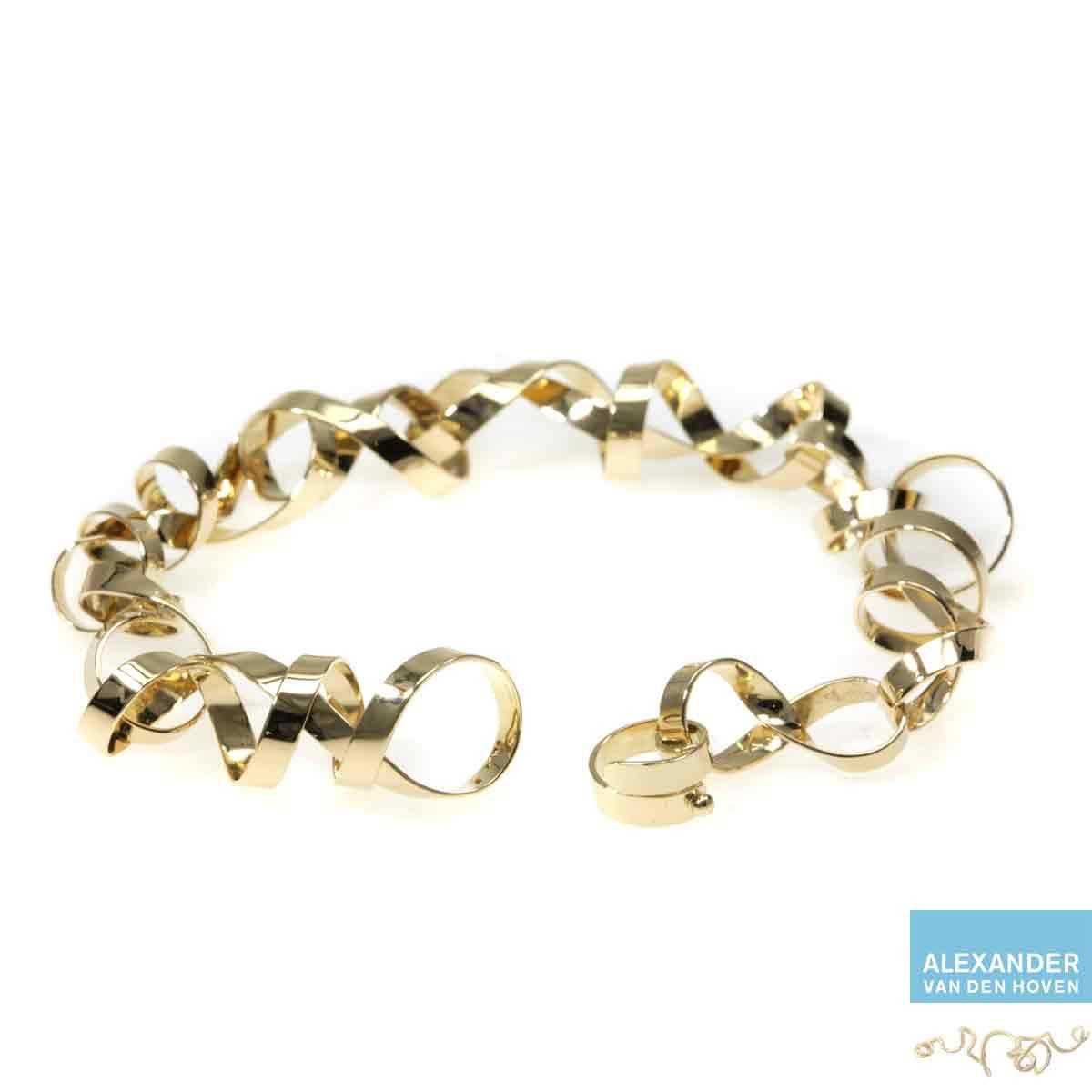 Gouden-schakel-armband-krullen
