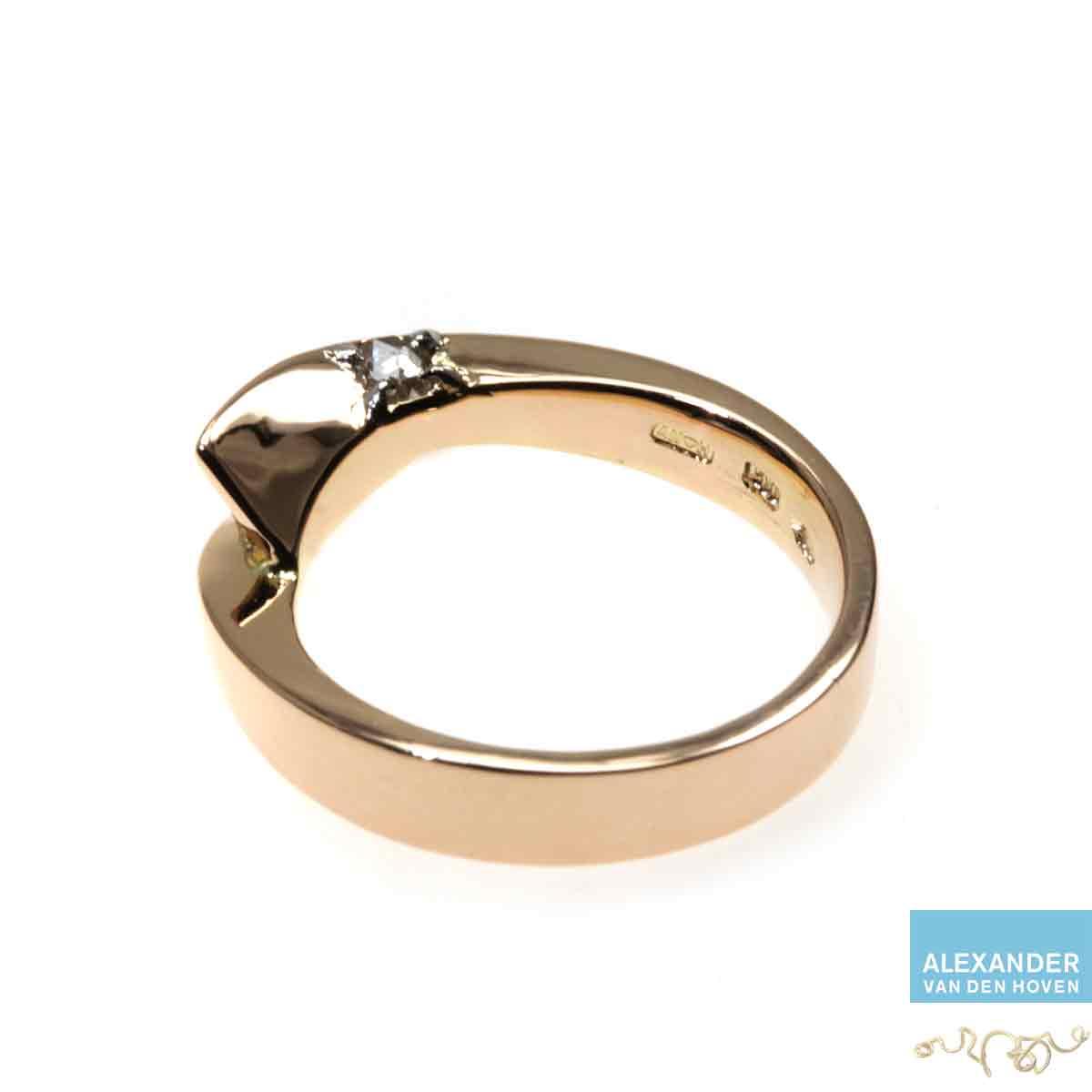 Gouden-smeedring-Diamant-briljant-old-cut