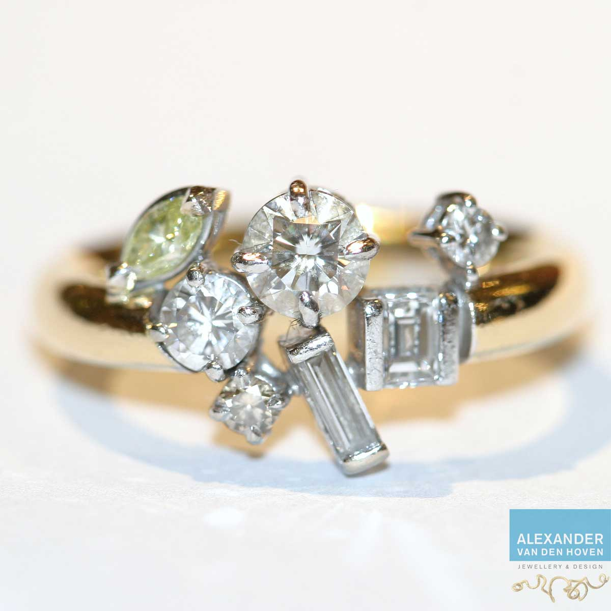 Fantasie alliance ring met verschillende diamanten