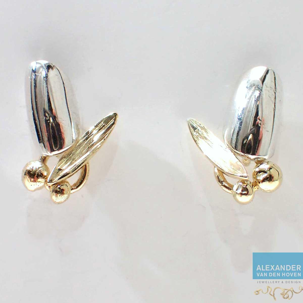 Oorknopjes gemaakt van oude gouden en zilveren sieraden.