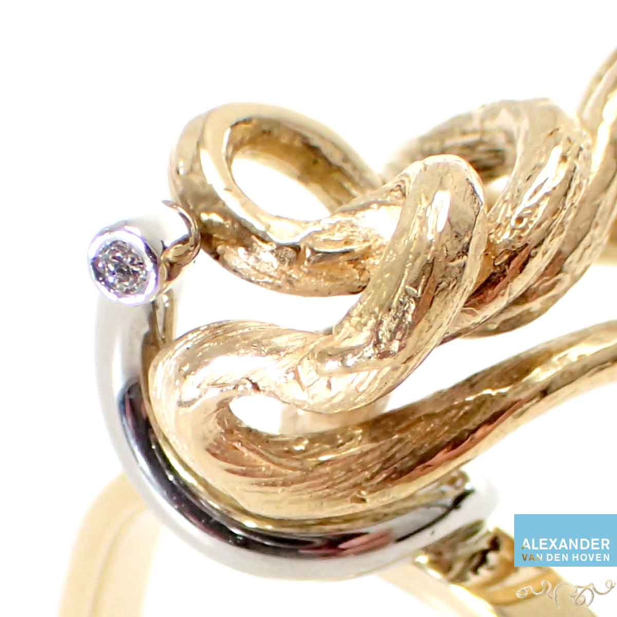 Ring-R006-Gouden-takje-Diamant-wit