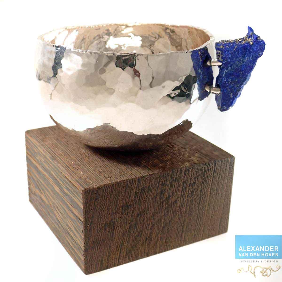 Zilveren-bakje-Lapis-Lazuli-Wenge-sokkel-2