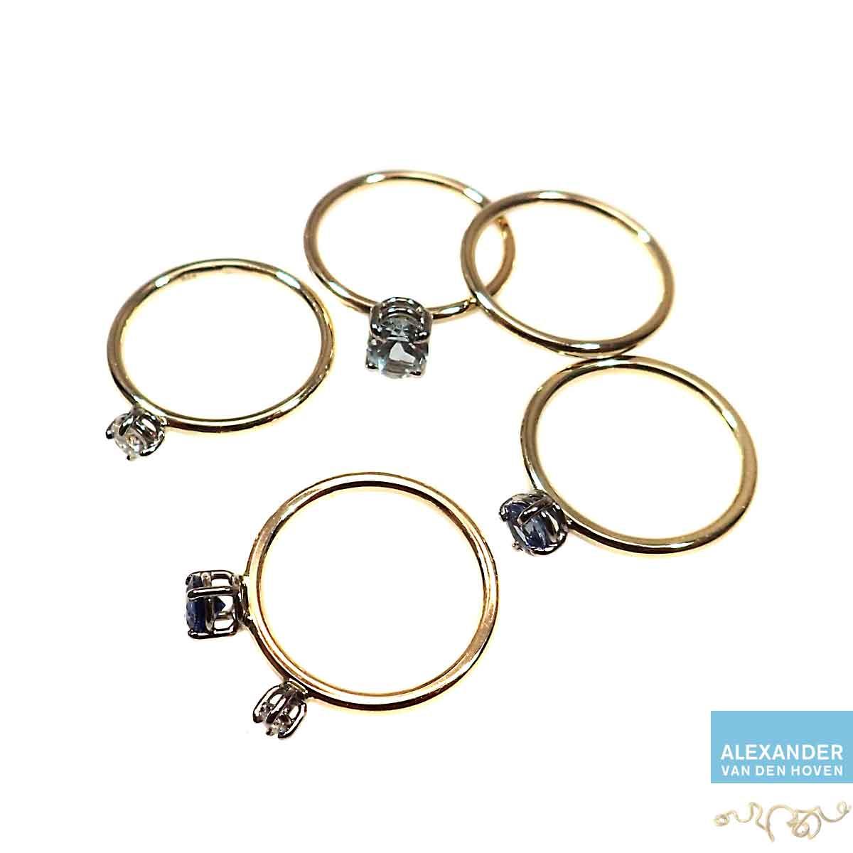 Gouden-ringen-met-Briljant-en-Saffier