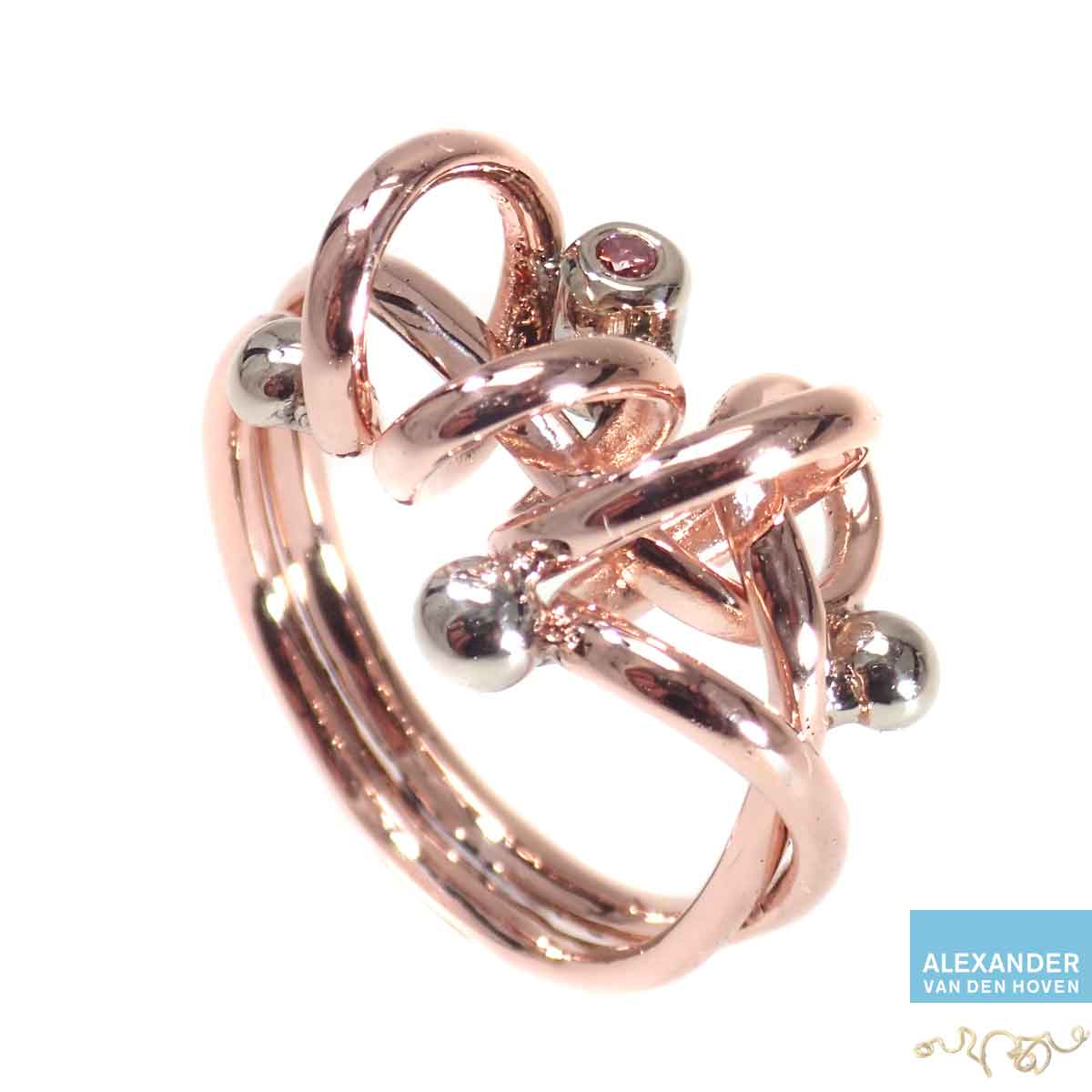 Roodgouden-ring-met-as-roze-Diamant