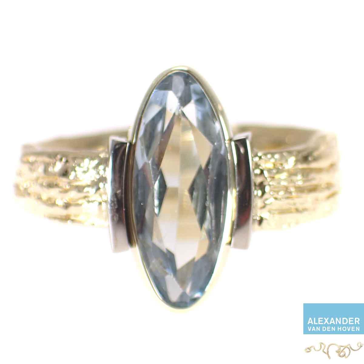 Aquamarijn-gouden-ring-gesmolten-ruwgoud