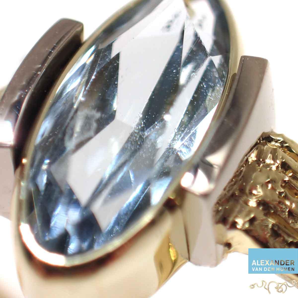 Aquamarijn-gouden-ring-grillig-ruwgoud