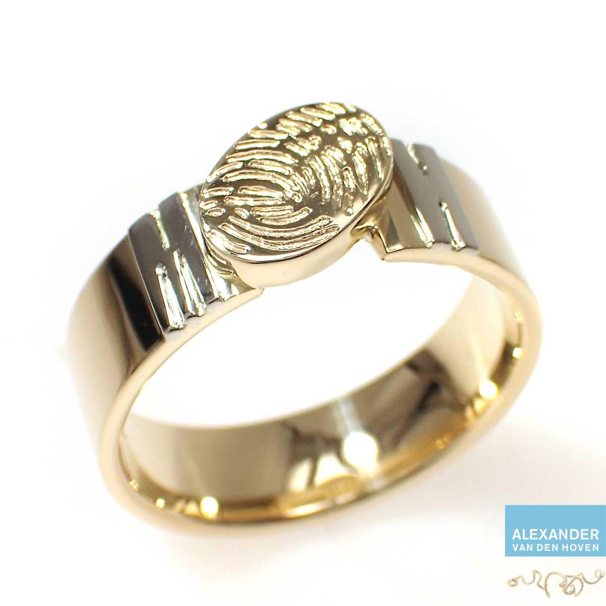 gouden-ring-met-fingerprint-letters