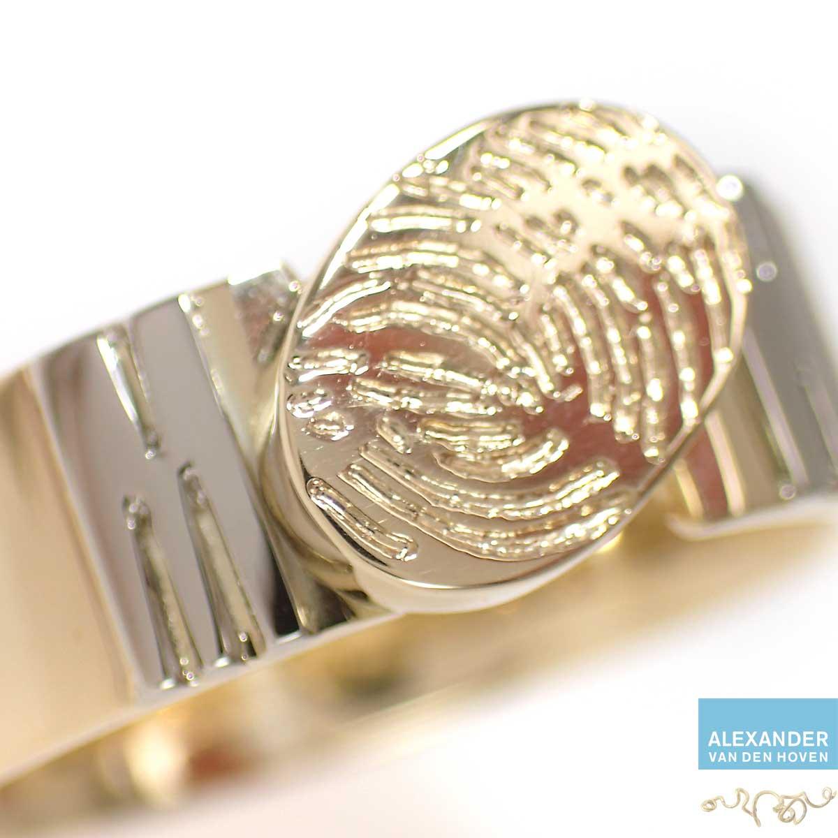 gouden-ring-met-vingerafdruk-letters