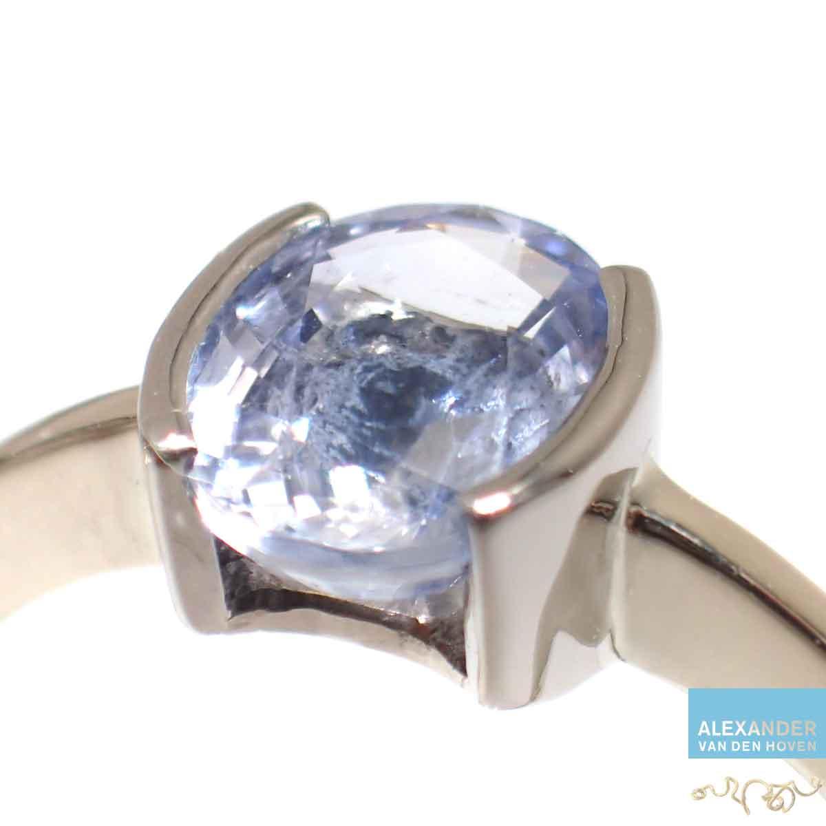 Gouden-ring-blauwe-Saffier-ook-in-platinum