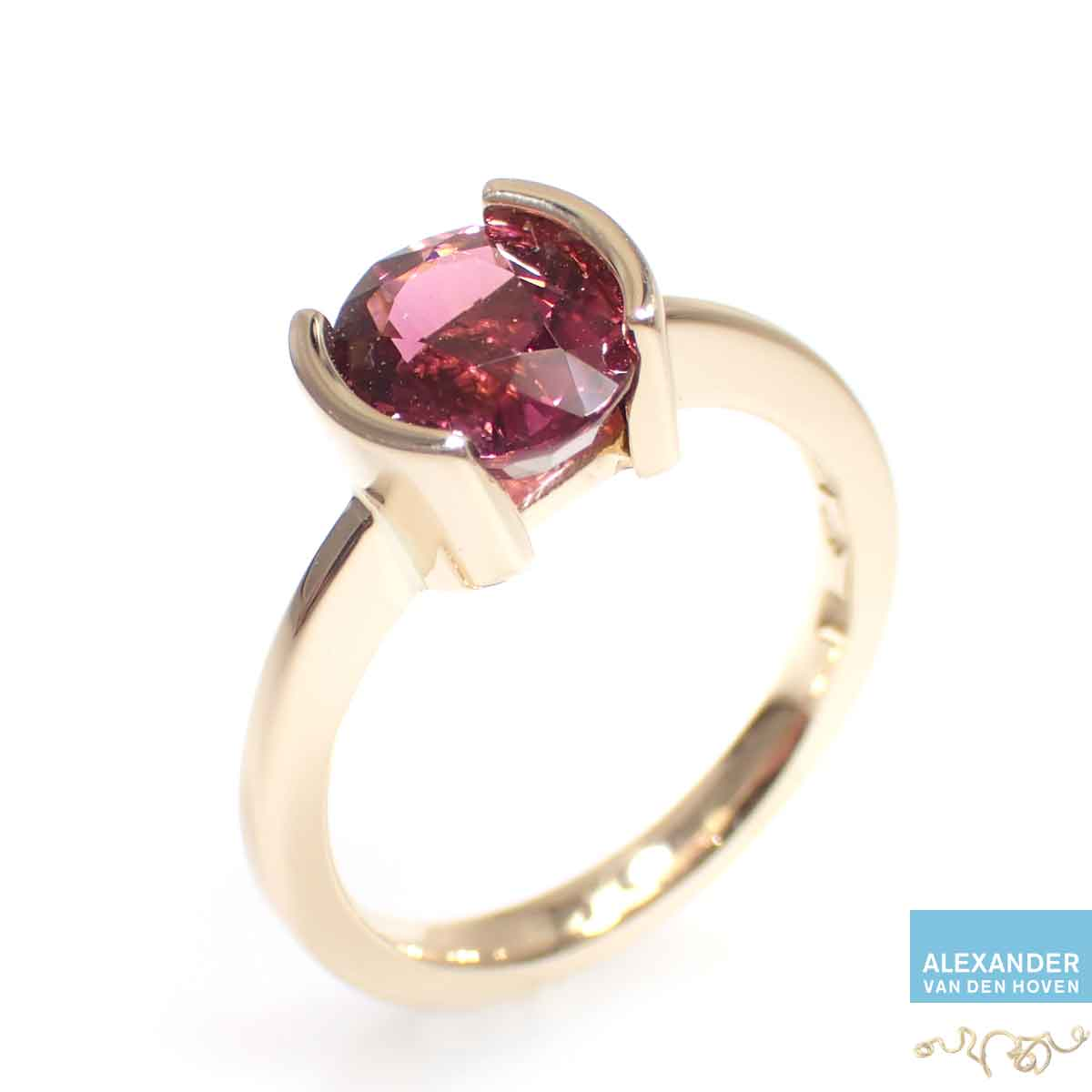 Rode-Tourmalijn-gouden-ring