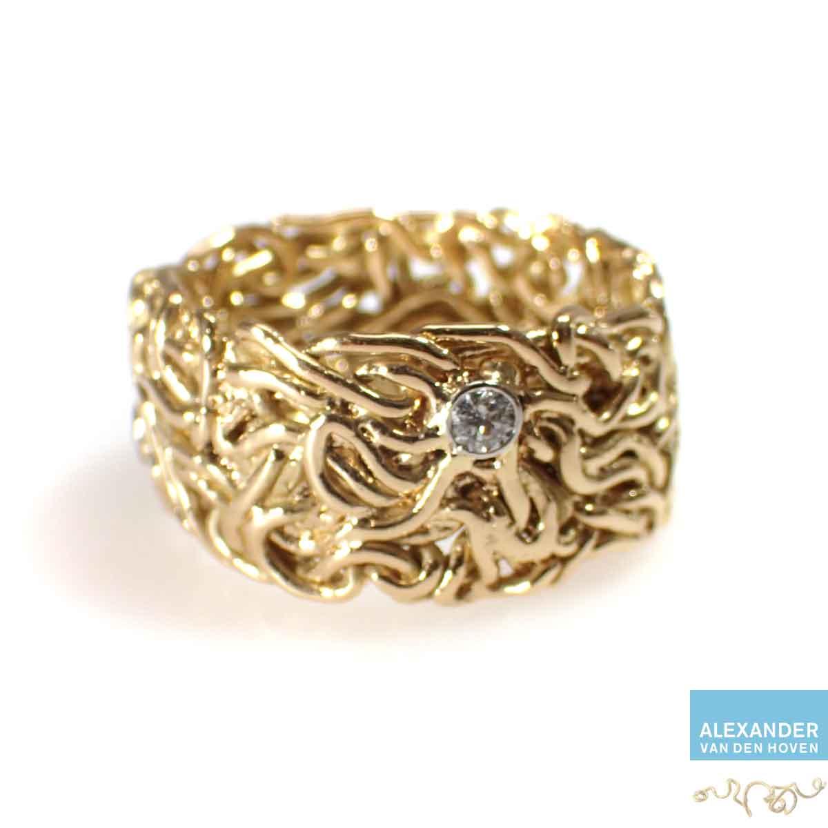 Gouden-gevlochten-trouwring-platina-zettingen