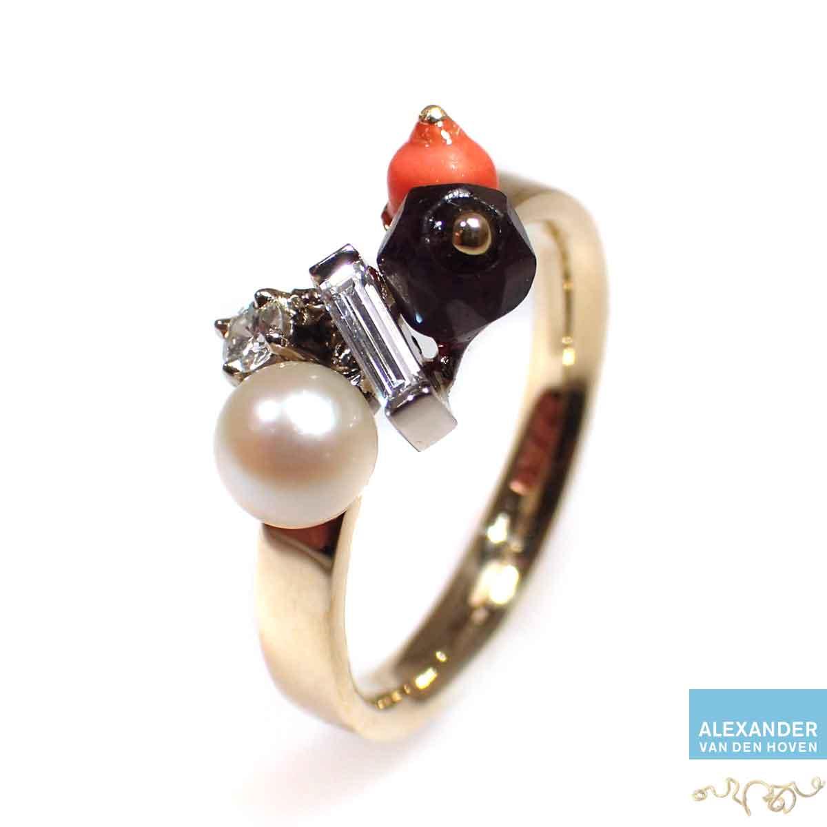 Gouden-ring-parel-bloedkoraal-Diamant
