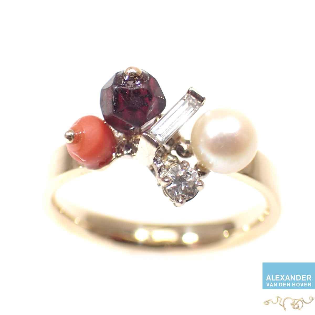 Gouden-ring-parel-bloedkoraal-granaat-Diamant