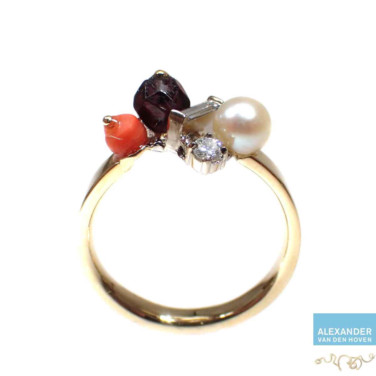 Platina-ring-witte-parel-bloedkoraal-Diamant