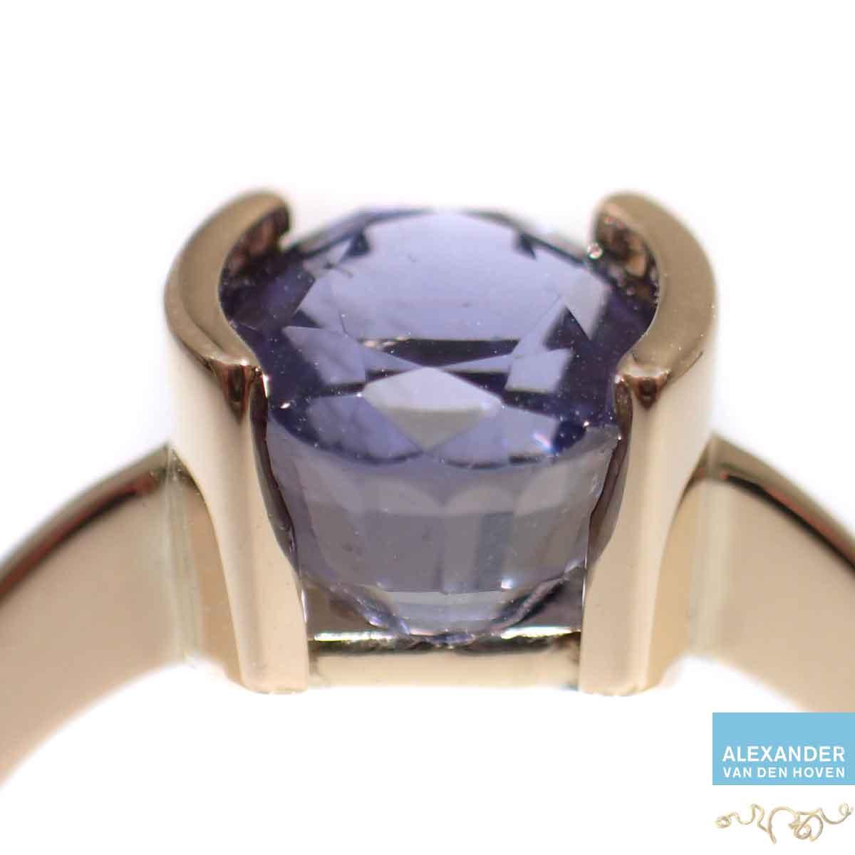 ioliet-saffier-gouden-ring-trouwring