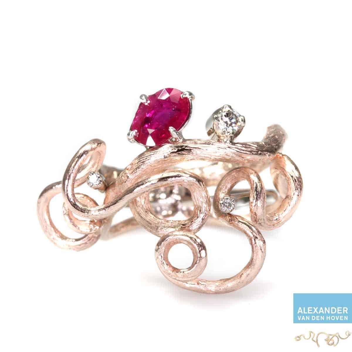 roodgouden-ring-takje-robijn-diamanten-briljant-uniek