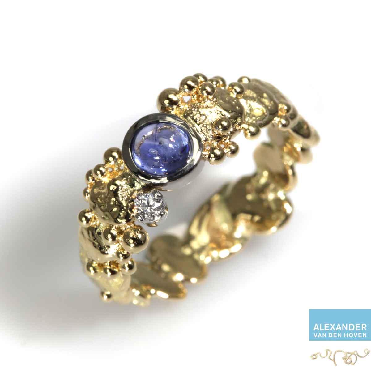 gouden-grillige-ring-saffier-diamant-kiezelsteen
