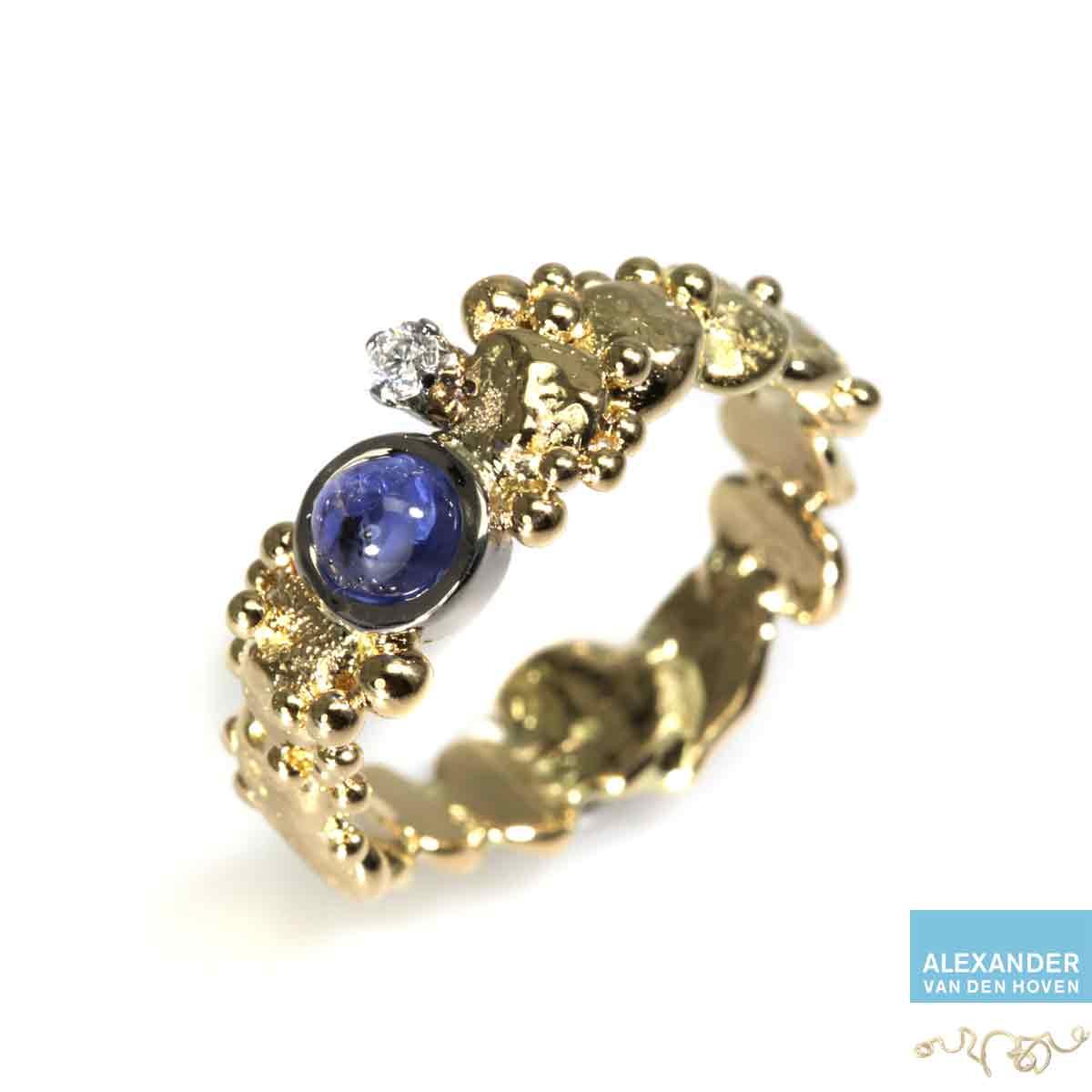 gouden-nuggets-ring-saffier-diamant-kiezelsteen