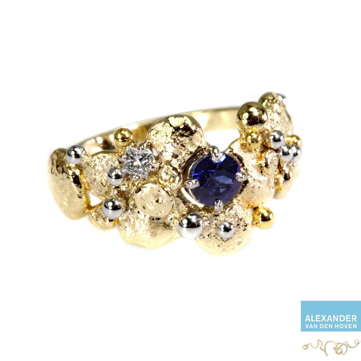 gouden-ring-granules-Platina-saffier-goudsmid-atelier