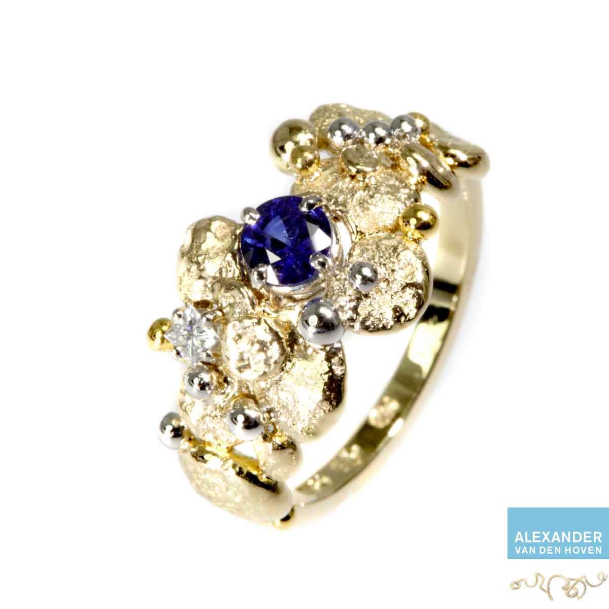 gouden-ring-granules-Platina-saffier-grillig-goudsmid