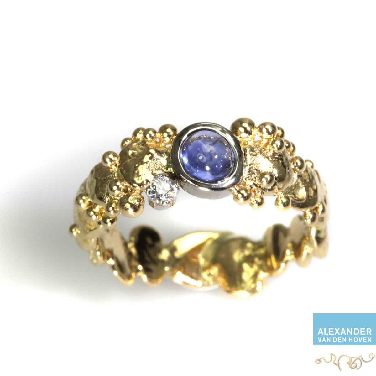 gouden-ring-granules-saffier-diamant-briljant