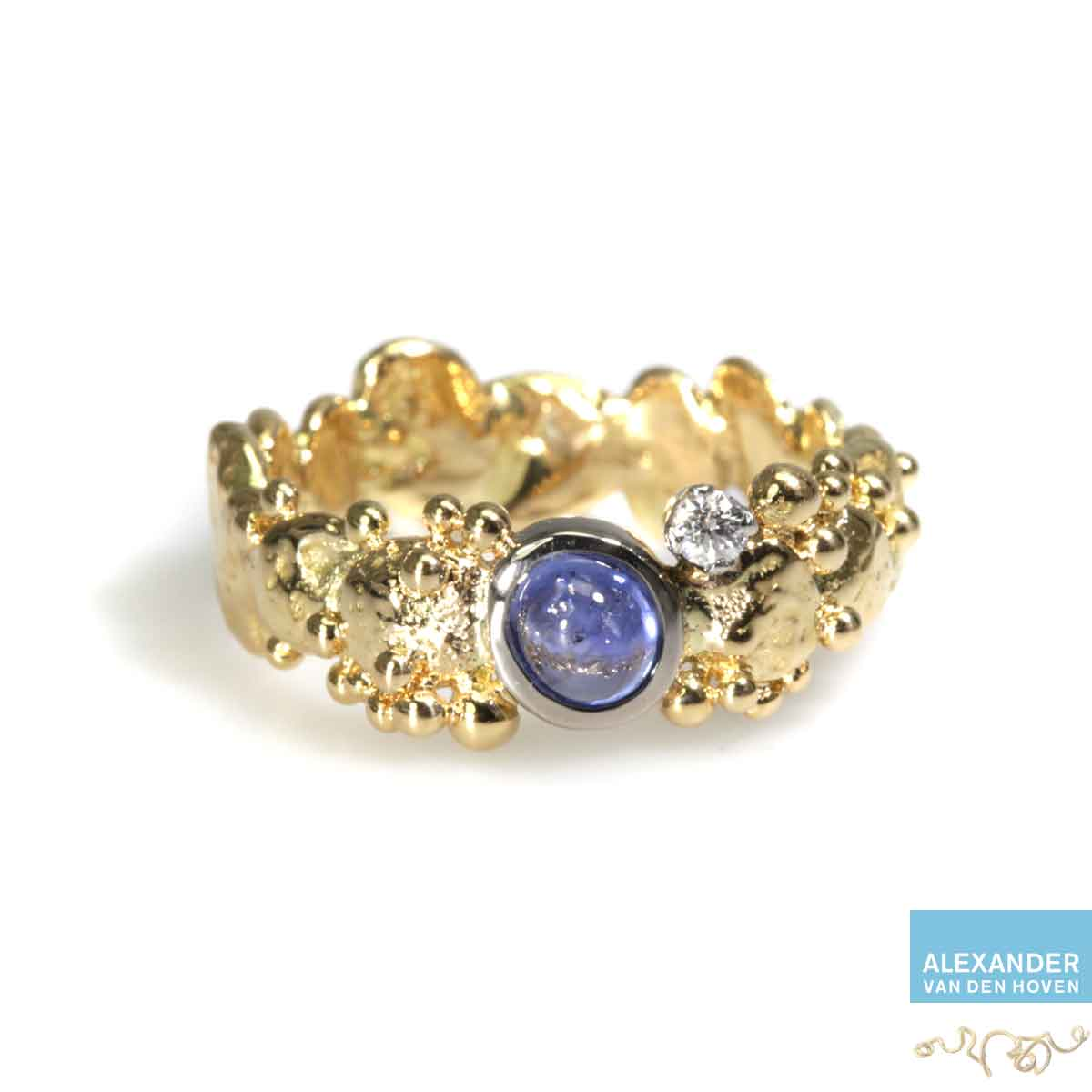 gouden-ring-granules-sapphire-diamant-briljant