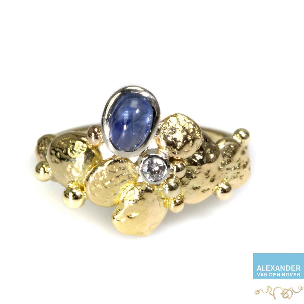 gouden-ring-saffier-bol-briljant-ruw-granules