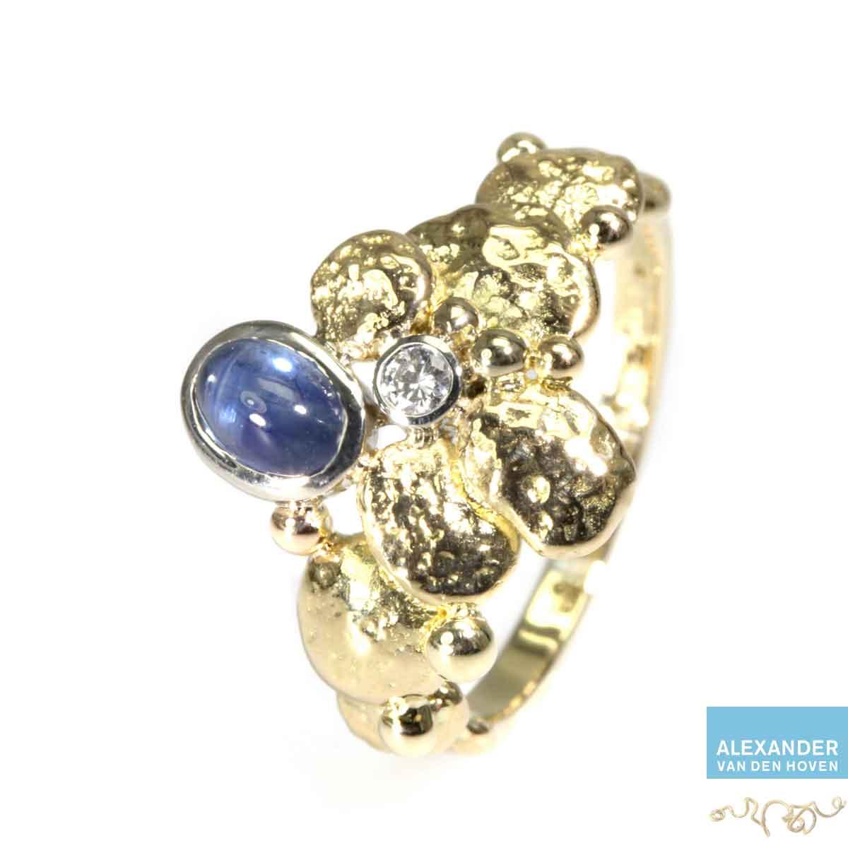 gouden-ring-saffier-bol-diamant-ruw-granules
