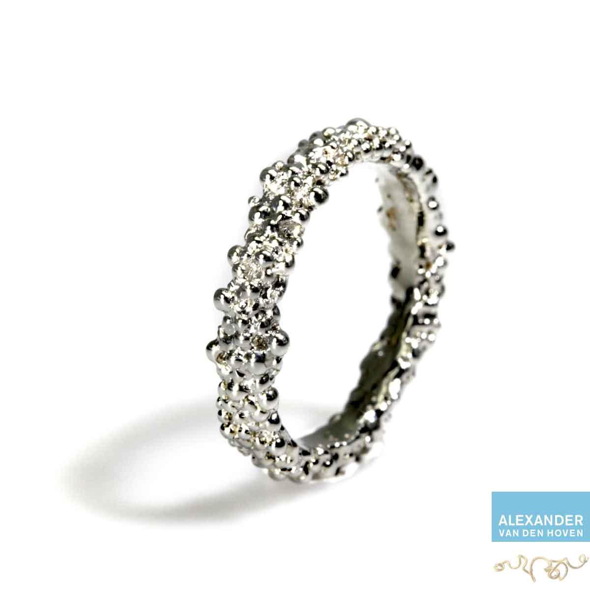 witgouden-ring-bolletjes-granules-greinen-platina