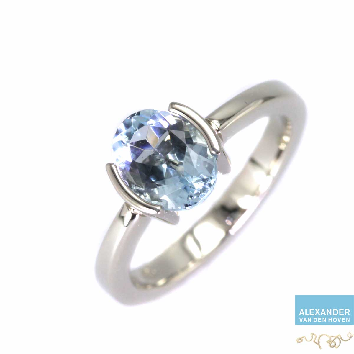 Witgouden ring, kan ook in Platina met Aquamarijn edelsteen