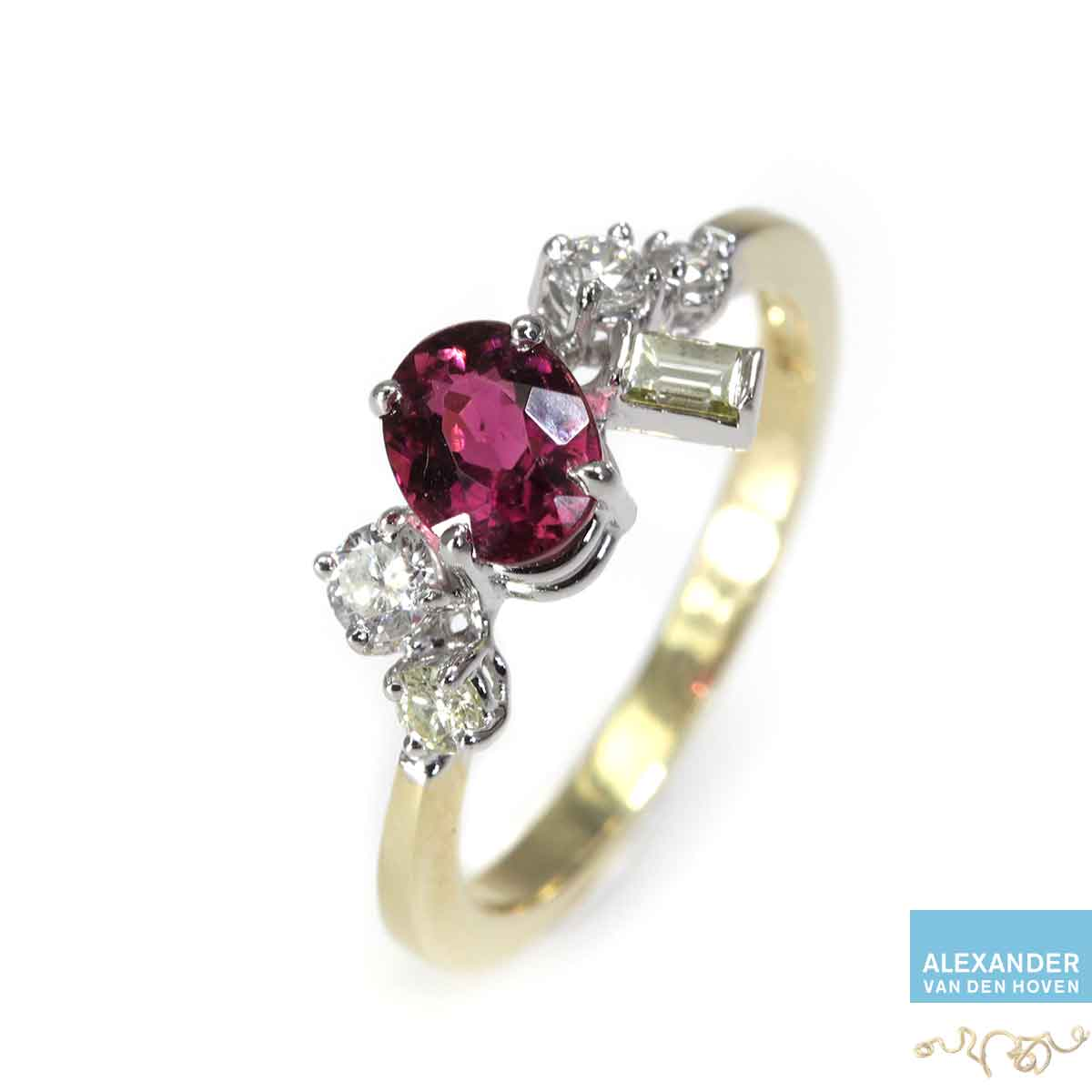 gouden ring met rode tourmalijn, lijkt op Robijn en Diamanten
